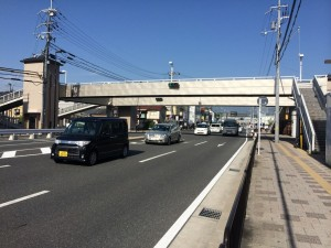 イオンモール桂川の近くの歩道橋